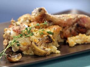 Пилешки бутчета с ориз и топено сирене